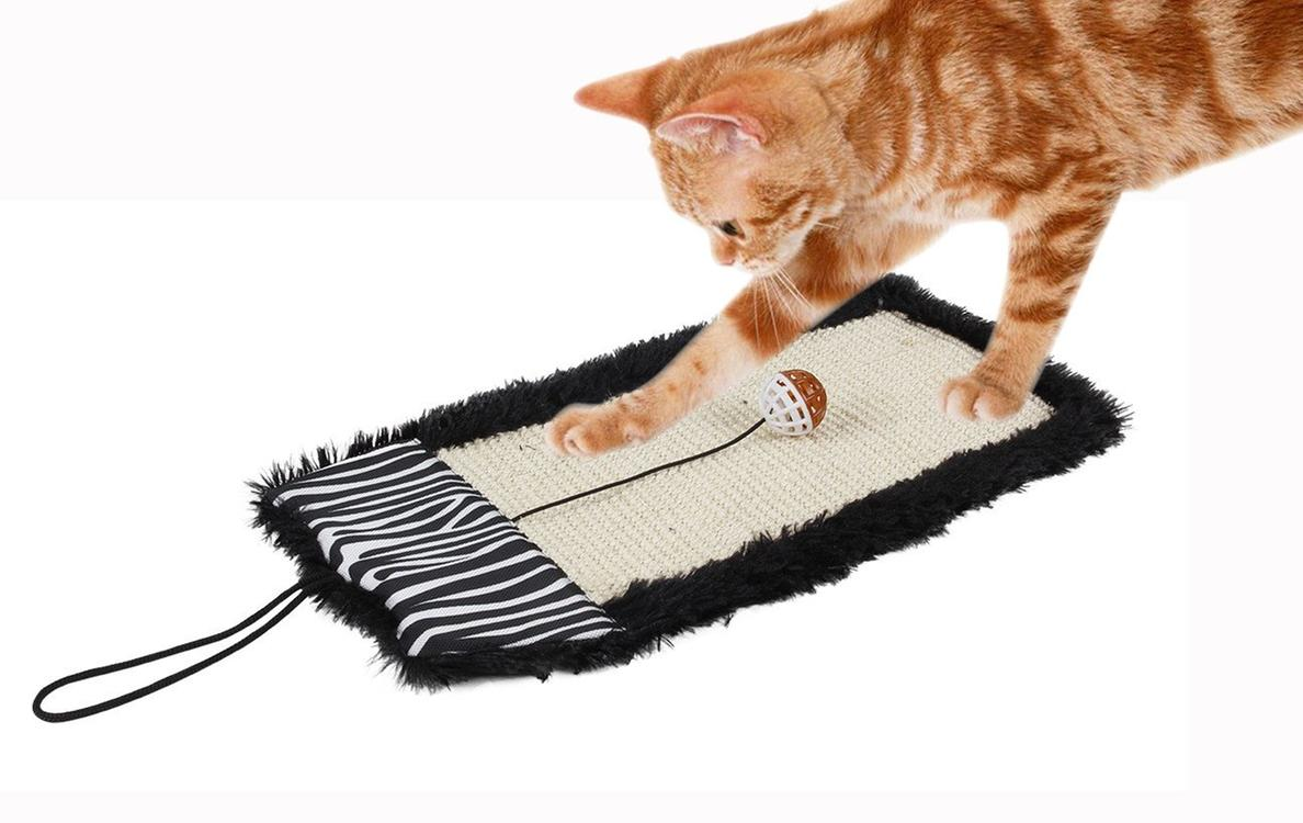 Pet Life Paw-Pleasant Eco-Natural Sisal And Jute Hanging Carpet Kitty Cat Scratcher With Toy